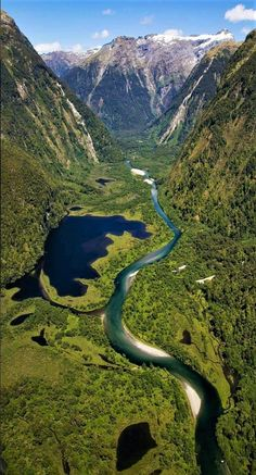Fiordland National Park, New Zealand. Dying to experience New Zealand! La Provence France, Places To Travel, Places To See, Travel Route, Places Around The World, Around The Worlds, Parque Natural, Parc National, New Zealand Travel