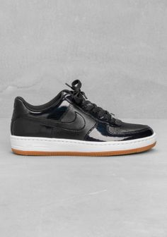 NIKE A modern take on Nike's popular AF-1, these basketball style sneakers have a modern silhouette, a tan midsole, and ample ankle cushioning.