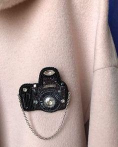 Прислали мне фоточку как смотрится брошечка на пальто , делюсь с Вами друзья #брошьфотоаппарат #брошьфотик #брошь #брошьручнойработы #вышивкабисером #авторскаяброшка Bead Embroidery Jewelry, Fabric Jewelry, Hand Embroidery Patterns, Beaded Embroidery, Bead Jewellery, Beaded Jewelry, Brooches Handmade, Handmade Jewelry, Beaded Brooch