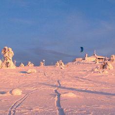 """""""Snow surfing in Levi Ski Resort. On the top you can see Restaurant Tuikku. Sattupa somasti leijasurffausta ; ) #levilapland #tuikkuhuippu #onlyinlapland…"""""""