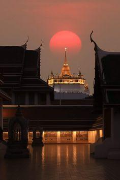 Thai Decor, Buddha Buddhism, Coffee Painting, Beautiful Moon, Old Photos, Bangkok, Peonies, Temple, Thailand