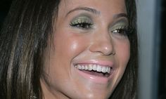 Resultado de imagen para errores de maquillaje famosas