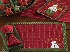 The Country Porch features the Home for Holidays Christmas Decorating Theme from Park Designs. Christmas Placemats, Christmas Runner, Christmas Sewing, Christmas Projects, Holiday Crafts, Christmas Holidays, Christmas Decorations, Christmas Ornaments, Christmas Table Mats