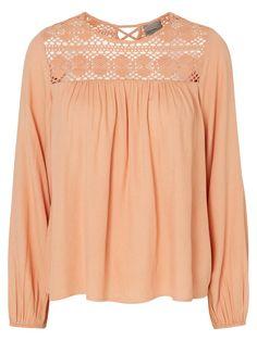 Embroidered shirt from VERO MODA in pretty peach.