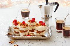 Tiramisu van speculoos, espresso en crema per tiramisu. Thermomix Desserts, Dessert Recipes, Dutch Kitchen, Honey Chocolate, Eat Dessert First, What To Cook, Different Recipes, High Tea, Food Inspiration