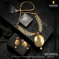 Gold Designer Necklace From Kalyan Jewellers, Gold Designer Pearl Necklace sets from Kalyan Jewellers. Pearl Necklace Designs, Pearl Necklace Set, Antique Necklace, Small Necklace, Emerald Necklace, Antique Jewelry, Gold Jewellery Design, Jewellery Box, Tanishq Jewellery