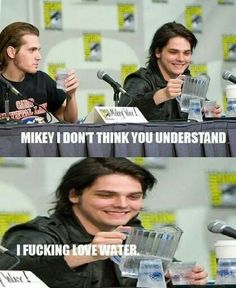 My Chemical Romance ~ Gerard and Mikey Way XD<<< Oh Gerard lol Emo Band Memes, Mcr Memes, Emo Bands, Music Bands, My Chemical Romance Memes, Mikey Way, Only Play, Frank Iero, Pop Punk