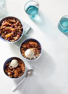 Blackberry-Peach Slow Cooker Crumble | Topped with a scoop of vanilla ice cream or Greek yogurt, this simple summer dessert is a great way to satisfy the sweet tooth while reaping the nutritional benefits of summer fruit. One serving boasts over 5g of fiber. Keep the peach slices no less than 1/2 inch thick; any smaller, and they may lose their shape when cooked.