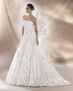 SHARON - Vestido de tul con encaje bordado y pedrería en color blanco naturalPosibilidad de corsé o cremallera