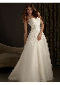 Organza and Tulle A-Line Sweetheart Sleeveless Wedding Dress With Chapel Train