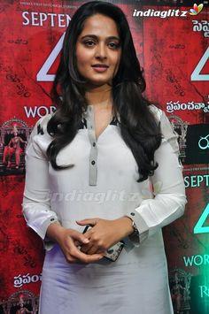 Beautiful Girl Indian, Beautiful Saree, Anushka Photos, Actress Anushka, Madhuri Dixit, Telugu Cinema, South Indian Actress, Film Industry, India Beauty