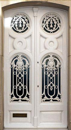 ♅ Detailed Doors to Drool Over ♅ art photographs of door knockers, hardware & portals - Barcelona Cool Doors, Unique Doors, Knobs And Knockers, Door Knobs, Entrance Doors, Doorway, Grand Entrance, When One Door Closes, Door Gate