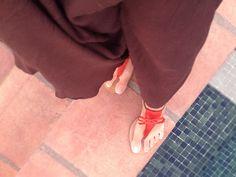 Blog de moda / Fashion blog.  Falda larga - sandalias planas naranjas / Long skirt - orange flat sandals