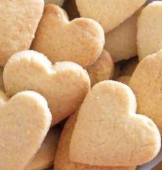 Sono dei golosissimi frollini a base di farina di mandorle, ideali per la colazione o per una deliziosa pausa tè! ricetta facilissima e buonissima Biscotti Biscuits, Biscotti Cookies, Cake Cookies, Cupcakes, Italian Pastries, Italian Desserts, Italian Recipes, Cookie Desserts, Cookie Recipes