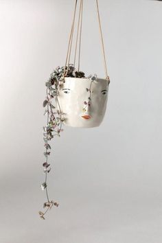 Beautiful DIY indoor hanging plants for your home. Over twenty five DIY indoor hanging plants decor ideas. Feed your design ideas now. Ceramic Pottery, Pottery Art, Ceramic Art, Slab Pottery, Pottery Studio, Ceramic Mugs, Ceramic Bowls, Ceramic Jewelry, Porcelain Ceramics