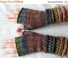 Fingerless Gloves Brown Beige Gray Green wrist warmers Knit by Initasworks on Etsy Fingerless Gloves Knitted, Knit Mittens, Cardigan Bebe, Pull Bebe, Wool Wash, Wrist Warmers, How To Start Knitting, Green And Grey, Etsy