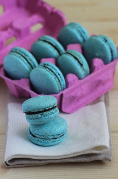 Macaroons are just so elegant & pretty!