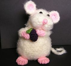 This is adorable......  and I don't like rodents!  PUDGY LITTLE MOUSE Crochet. Crochet Necklace, Pattern, Fashion, Charts, Amigurumi, Moda, Crochet Collar, Graphics, Economic Model