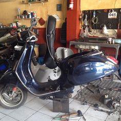 Turun Mesin Vespa Sprint  #vespa #vespamodern #vespaclassic #repair #repaint #restoration #vespaid #vespas #vespaclub #vespagram #vespaindonesia #vespamania #vespajakarta #vespalovers #scooter #bengkelvespa #os_jkt #piaggio #piaggioindonesia by os_jkt