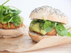 Vegan Falafel Burger with avocado sauce, spinach & homemade burger buns   Elephantastic Vegan