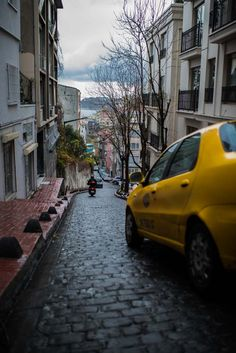 Streets of Istanbul by Ángel Robles. Travel photography.