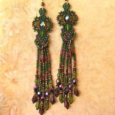 Micro-macrame earrings with fringe.