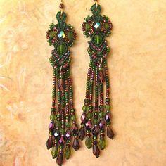 Micro-macrame earrings with fringe.