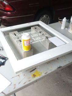 Window Pane Wall Decor How to write on glass with paint. DIY home decor for your walls.How to write on glass with paint. DIY home decor for your walls. Diy Projects To Try, Crafts To Do, Home Projects, Home Crafts, Diy Home Decor, Decor Crafts, Diy Crafts, Old Window Panes, Window Art