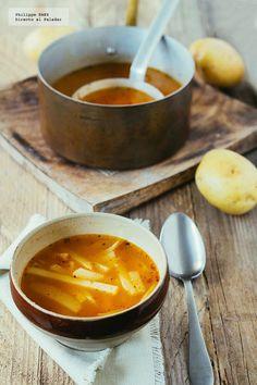 Receta tradicional de sopa de papa. Receta con fotografías del paso a paso y recomendaciones de degustación. Recetas de sopas y caldos...