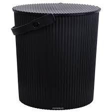 Omnioutil japansk spand str. L fra Hachiman - Lækre japanske Omnioutil plastspande fra Hachiman.  Brug dem fx til opbevaring af legetøj, tøj og madvarer.  Tåler op til 150 kg, er fødevaregodkendt og tåler at stå udenfor (ned til -20 °)  Findes i 3 størrelser : S, M og L  Findes i 4 farver : Hvid, sort, lyseblå og lyserød.