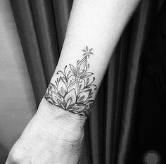 ideas for halbes mandala tattoo unterarm Cover Up Tatoo, Arm Cover Up Tattoos, Name Tattoos On Wrist, Wrist Tattoos For Women, Top Tattoos, Black Tattoos, Body Art Tattoos, Hand Tattoos, Girl Tattoos