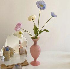 Pastel Room Decor, Pastel Bedroom, Cute Bedroom Ideas, Bedroom Inspo, Bedroom Decor, Colored Glass Vases, Pastel Interior, Art Deco, Vases Decor