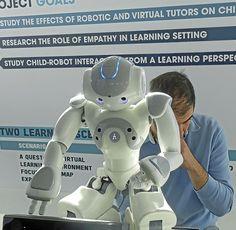 LA ROBÓTICA. Alter Ego quiere utilizar robots, o avatares virtuales, para tratar problemas mentales como esquizofrenia, autismo o fobia social, basándose en la Teoría de la Similitud, que defiende que es más fácil interactuar con algo o alguien que se nos parece en la forma, conducta o manera de moverse.
