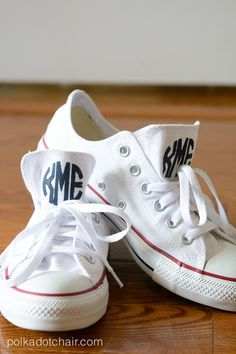 Learn how to DIY your own monogrammed Chuck Taylor converse shoes. A fun fashion DIY project for teens, how to monogram your sneakers. Vinyl Monogram, Monogram Gifts, How To Monogram, Monogram Converse, Custom Converse, Diy Fashion Projects, Polka Dot Chair, Cricut Vinyl, Stencil Vinyl