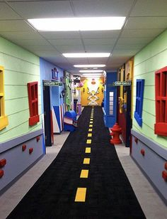 Easy Playroom Mural Design Ideas For Kids Many parents are exploring their options in decorating and design for their child's room even before their child is born. Kids Church Decor, Kids Church Rooms, Church Nursery, Kids Decor, Church Decorations, Church Ideas, Daycare Design, School Design, Playroom Mural