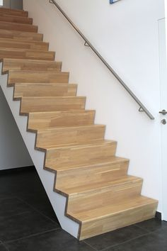 z trap - Google Zoeken House Steps Design, Home Stairs Design, Interior Stairs, Residential Interior Design, Interior Design Living Room, Living Room Designs, Living Room Built Ins, Open Stairs, Staircase Makeover