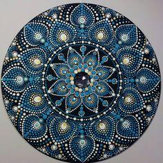 Pin by kathleen hughes on mandala mandalas, puntillismo mand Mandala Art, Stencils Mandala, Mandala Doodle, Mandala Canvas, Mandalas Painting, Mandala Pattern, Mandala Design, Pattern Art, Dot Art Painting