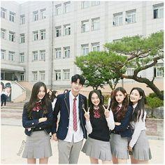ideas for funny friends girls bff Korean Couple, Korean Girl, Asian Girl, Ulzzang Korea, Korean Ulzzang, Ulzzang Couple, Ulzzang Girl, Korean Best Friends, School Uniform Outfits