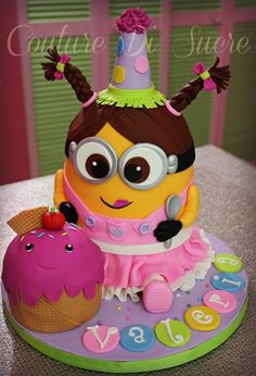 Despicable Me is a worldwide hit, and so too are his minions. See if you can spot your favorite character in this fab selection of scrummy minion cakes. Minion Torte, Bolo Minion, Minion Cakes, Fondant Minions, Pretty Cakes, Cute Cakes, Beautiful Cakes, Girl Minion Cake, Pastel Minion