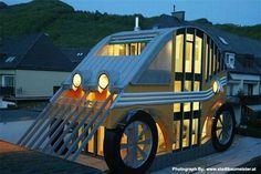 La Residencia Auto cerca de Salzburgo fue diseñado por el arquitecto Markus Voglreiter. Transformado en una casa de estilo de 1970, en la actualidad no sólo se ve como un coche, pero también cuenta con el ahorro energético y las tecnologías sostenibles