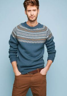Elgsetergenser - flot sweater til herrer i Peer Gynt - flotte farver Pullover Design, Sweater Design, Best Suits For Men, Cool Suits, Raglan Pullover, Big Knits, Men's Knits, Fair Isle Knitting, Sweater Knitting Patterns