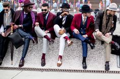 The 87 Best Street Style Looks From Men's Fashion Week: London, Milan and Pitti Uomo. Some sartorial inspiration from the fellas — and a few ladies and kids, too. Gq Style, Dandy Style, Style Blog, Mens Fashion Blog, Suit Fashion, Fashion Tips For Women, Lifestyle Fashion, Trending Fashion, Fashion Outfits