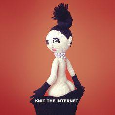 Norwegian designers Arne and Carlos knit Kim Kardashian and Christmas ornaments. Knitted Dolls, Crochet Dolls, Knit Crochet, Crochet Headbands, Doll Patterns, Crochet Patterns, Arne And Carlos, Play Clothing, Crochet Humor