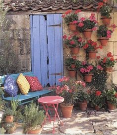small garden -again, I love the pots on the wall.
