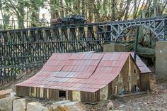 Garden Railroad, Scale Models, Trains, Empire, Gardens, Layout, Cabin, House Styles, Building