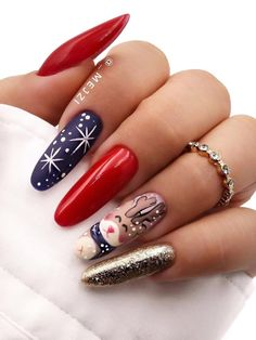 Amazing Christmas nails set with white snowflakes on accent navy nail! Halloween Nail Designs, Christmas Nail Designs, Cool Nail Designs, Acrylic Nail Designs, Halloween Nails, Cute Christmas Nails, Christmas Manicure, Xmas Nails, Holiday Nails
