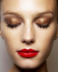 #BeautyTip: Keep eyes neutral and glowing with a bold lip and bronzed skin. Classic and perfect. Have you seen the new promotion Real Techniques brushes makeup -$10 http://youtu.be/1K9DegfjvsI #realtechniques #realtechniquesbrushes #makeup #makeupbrushes #makeupartist #makeupeye #eyemakeup #makeupeyes