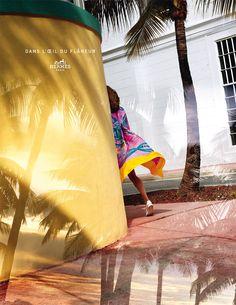 Campagne Hermès 2015 : Dans l'œil du flâneur, de Harry Gruyaert  (Mannequin femme : Othilia Simon, Mannequin homme : George Barnett et Styliste : Beat Bolliger)