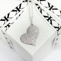 #diamondpendant#diamondjewellery#bykalfinjewellery#custommade#artdeco#jewellersmelbourne#giftidea#custommaderings#diamondringsmelbourne#diamonds www.kalfin.com.au