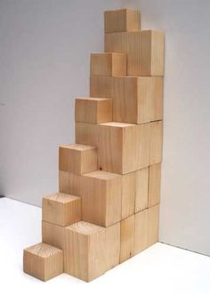 Space-saving staircase made of wood elements - Attic ıdeas Small Space Staircase, Space Saving Staircase, Staircase Design, Tiny House Stairs, Attic Stairs, Best Small House Designs, Compact Stairs, Stair Ladder, Arched Cabin